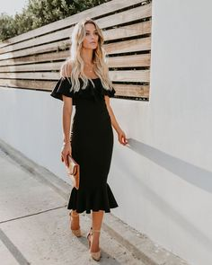 Black Midi Dress – The 18 Most Stunning Models Ever! Party Dress Outfits, Black Party Dresses, Casual Dress Outfits, Night Outfits, Dress Party, Black Midi Dress Outfit, Havana Nights Dress, Havanna, Bodycon Dress With Sleeves
