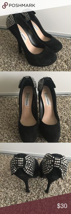 Steve Madden / Sequined Heels Beautiful Steve Madden Black Heels with sequined bow design. No missing sequins. Has discoloration - lighter color- all over but not really noticeable when worn. See pictures for details. Steve Madden Shoes Heels