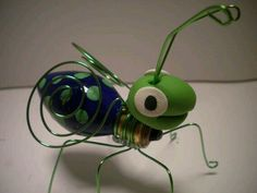 Recycled lightbulb bug, the polymer clay makes this one really cute Wire Crafts, Crafts To Make, Fun Crafts, Crafts For Kids, Arts And Crafts, Recycled Light Bulbs, Painted Light Bulbs, Recycled Crafts, Light Bulb Art