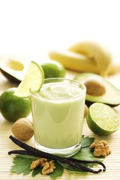 Use this avocado smoothie recipe to make a very healthy and nutritious drink. Avocado Smoothie Recipe from Grandmothers Kitchen. Avocado Smoothie, Pineapple Smoothie Recipes, Smoothie Detox, Fruit Smoothies, Healthy Smoothies, Healthy Fats, Healthy Life, Whole Foods, Juicing