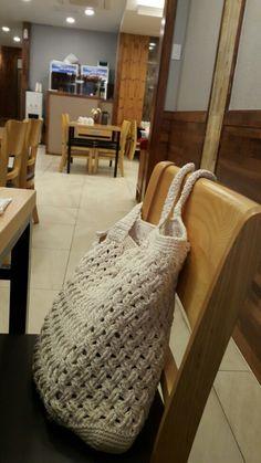 코바늘꽈배기무늬뜨기 숄더가방뜨기 완성/코바늘X자무늬뜨기~~^^ : 네이버 블로그 Crochet Clutch, Knit Crochet, Clutch Purse, Merino Wool Blanket, Free Pattern, Knitting, Charts, Towel Rug, Towels