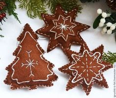 Christmas Crafts Felt Felt Christmas Decorations, Felt Christmas Ornaments, Handmade Ornaments, Christmas Gingerbread, Christmas Sewing, Christmas Projects, Holiday Crafts, Christmas Crafts, Felt Gifts