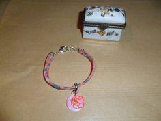 Bracelet liberty fin, fleuri couleur saumon et bleu : Bracelet par chris-crea