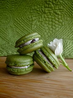 Recipe: Japanese Matcha Green Tea Macarons with Adzuki Red Bean Filling|抹茶あずきマカロン