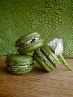 Recipe: Japanese Matcha Green Tea Macarons with Adzuki Red Bean Filling|抹茶あずきマカロン