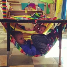Time to relax. from Cultura Infantil: outside under patio tables? yoga mats, sensory basket, books = outside cozy space Autism Classroom, Preschool Classroom, Future Classroom, Classroom Tools, Sensory Rooms, Sensory Activities, Preschool Activities, Sensory Tubs, Classroom Design