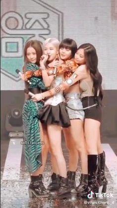 Black Pink Songs, Black Pink Kpop, Blackpink Lisa, Blackpink Jennie, South Korean Girls, Korean Girl Groups, Hip Hop Dance Videos, Black Pink Dance Practice, Hair Puff