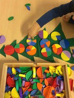 Vrij versieren of met voorbeeldfoto's of gerichte opdrachten. Christmas Crafts For Kids, Xmas Crafts, Christmas Themes, Winter Activities, Activities For Kids, Paper Games, Play Based Learning, Theme Noel, Xmas Tree