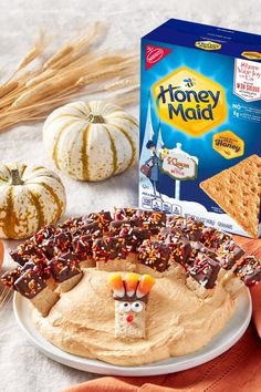 Dip in the dessert with this tasty Pumpkin Spice Dip with HONEY MAID Grahams. Time to swallow, to sw Pumpkin Dip, Pumpkin Dessert, Pumpkin Recipes, Fall Recipes, Sweet Recipes, Holiday Recipes, Pumpkin Spice Dip Recipe, Thanksgiving Snacks, Christmas Desserts