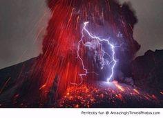 Lightning an lava | Amazingly Timed Photos