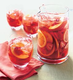 Strawberry and Peach Sangria - YUM! I love sangria, definitely plan on trying this soon. Party Drinks, Cocktail Drinks, Fun Drinks, Beverages, Sangria Drink, Fruity Drinks, Sangria Party, Sangria Punch, Drinks Wedding