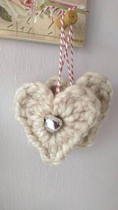 Easy crochet alpaca heart with a little jingle bell - free pattern