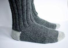 jojo can self: knit socks Wool Socks, Knitting Socks, Knitted Hats, Crochet Cardigan, Knit Crochet, Baby Boots, Drops Design, Baby Knitting Patterns, Yarn Crafts