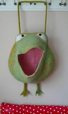 Frosch Utensilo (auch als Pyjamatasche nützlich)