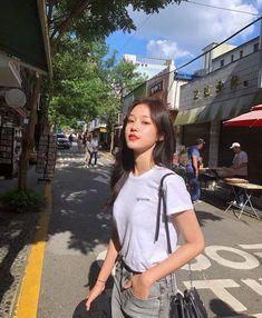 Korean Girl Photo, Korean Girl Fashion, Ulzzang Fashion, Pretty Korean Girls, Cute Korean Girl, Asian Girl, Girl Photo Poses, Girl Photography Poses, Girl Poses