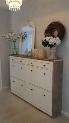 Hal kast. Prachtige spiegel van de leenbakker. Ikea hack steigerhout. Myhome♡