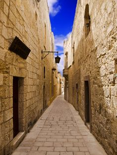 Tiny street in the village of Mdina in Malta not to far from ancient port town of Valletta
