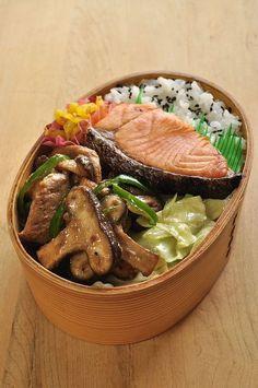 Shiitake and pork dressing stir-fried lunch - Bento - Cute Food, Good Food, Yummy Food, Bento Recipes, Cooking Recipes, Bento Ideas, Lunch Ideas, Menue Design, Little Lunch