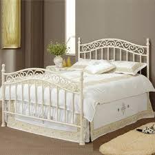 Resultado de imagen para camas de madera y hierro forjado Bedroom Closet Design, Home Bedroom, Bedroom Decor, Iron Furniture, Bedroom Furniture, Cast Iron Bed Frame, White Metal Bed, Metal Daybed, Wrought Iron Beds