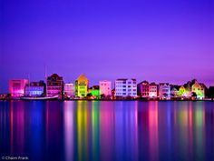 Though the colored lights of the Handelskade at night make the harbor always look like it's ready for Christmas, they glow even brighter during the holiday season. And on this island, celebrations start early!