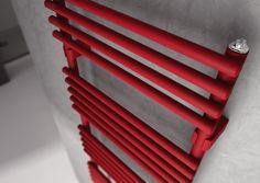 Il radiatore KART grazie alle sue elevate prestazioni è un radiatore adatto a stanze da bagno di grandi dimensioni. Gli ampi spazi tra i tubi scaldanti consentono un perfetto utilizzo come scalda salviette // Kart radiator thanks to its high performance, is a radiator suitable for large bathrooms. The wide spaces between the tubes allow perfect use as a towel warmer. #bathroom #home #furniture #heating #casa #riscaldamento