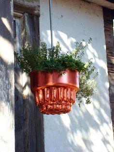 Hanging Bundt-pan Herb Pots!