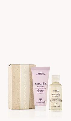 Stress-fix™ – weniger Stress mit jedem Atemzug. Unsere Duftkomposition, die sich zum Abbau von Stress bewährt hat, mit kontrolliert biologischem Lavendel, Lavandin und Muskatellersalbei in einer Formel nach der Wissenschaft der Aromatologie mit der Kraft reiner ätherischer Öle. Von Kopf bis Fuß löst sich der Stress, während Sie in einem Pflegebad entspannen oder Ihren ganzen Körper mit einem aromatischen Pflegeöl einmassieren. stress-fix composition oil™ schenkt trockenen Händen intensive… Aveda, Stress Relief, Body Care, Gifts, Dry Hands, Head To Toe, Musical Composition, Birthdays, Lavender
