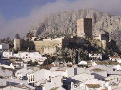 CASTLES OF SPAIN - Castillo de Cañete la Real, Málaga. Tiene sus orígenes en el  siglo IX.  El rey visigodo Witiza le dio el título de Real. Los árabes conquistaron la zona en el siglo VIII. En 1246, el rey Fernando III el Santo, intentó su conquista. En el año 1330 el rey Alfonso XI lo consiguió . En 1368 es recuperado por el emir de Granada. En 1407 volvió de nuevo a manos cristianas.  En el año 1480 es conquistado por  musulmanes de Ronda. En 1482 cayó definitivamente en manos cristianas.