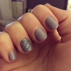 Taupe and glitter nails ✨ 💜