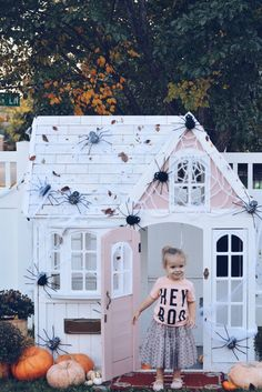 A Glam Halloween and a Hunted Playhouse, dyi playhouse, playhouses, playhouse ideas halloween dyi Little Tikes Playhouse, Simple Playhouse, Plastic Playhouse, Playhouse Kits, Backyard Playhouse, Build A Playhouse, Playhouse Decor, Outdoor Playhouses, Playroom Design