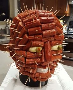 100 Creepy Halloween Food ideas that looks disgusting but are delicious - Hike n Dip - - Make your Halloween Party special with these Creepy Halloween food ideas. These Halloween food recipes look scary but are delicious & perfect for party. Halloween Desserts, Plat Halloween, Comida De Halloween Ideas, Creepy Halloween Food, Scary Food, Halloween Party Appetizers, Hallowen Food, Cheap Halloween, Halloween Food For Party