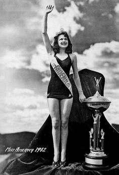 Miss America 1942 - Jo-Carroll Dennison (TX)