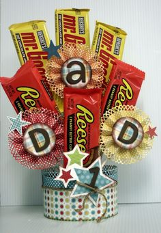 Happy Fathers Day Candy Bouquet clever fathers day gifts, for dad gifts, mothers day and fathers day Fathers Day Candy Bouquet Cheap Gifts, Cool Gifts, Candy Crafts, Paper Crafts, Craft Gifts, Diy Gifts, Candy Bar Bouquet, Candy Favors, Fathers Day Baskets