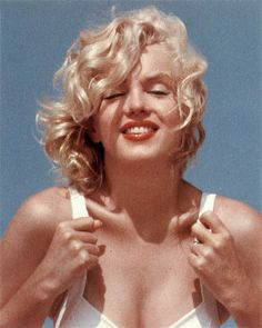 Marilyn at Amagansett. Photo by Sam Shaw, 1957.