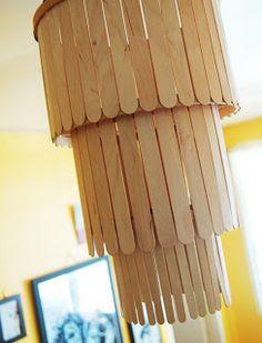 Cómo hacer una lampara colgante con palitos de madera./ How to make a hanging lamp with wooden sticks.