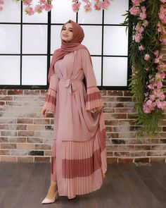 ✔ Dress Designs Ideas Hijab Source by ideas hijab Modest Fashion Hijab, Abaya Fashion, Eid Outfits, Fashion Outfits, Fashion Tips, Abaya Designs Latest, Estilo Abaya, Beautiful Dress Designs, Mode Abaya