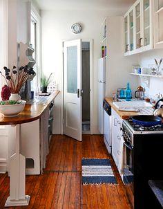 Tiny yet adorable kitchen