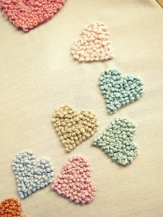 Embroidered French knots, to make hearts. Would look lovely on blank white blocks between printed blocks. (corazones 1 by Llueve Diamantina, via Flickr)