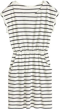 H&M short-sleeved dress in slub jersey with elasticized waistband and side pockets.