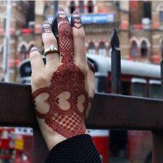 #mehndi #urdu #urduquotes #quotes #poetry #instagram #urdu #pinterest #pakistan #multan #lahore #karachi #islamabad #poetry #quotes #free #dress #design #christmas #fashion Khafif Mehndi Design, Back Hand Mehndi Designs, Henna Art Designs, Mehndi Designs 2018, Mehndi Designs For Beginners, Modern Mehndi Designs, Mehndi Designs For Girls, Mehndi Design Pictures, Wedding Mehndi Designs