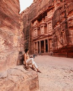 Many of you wonder what are the best spots and views of the Petra Treasures. 🇯🇴🇯🇴⠀ ⠀ HERE'S MY TOP Petra, seen from abov Time Travel, Places To Travel, Travel Destinations, Places To Visit, Places Around The World, Travel Around The World, Around The Worlds, Travel Pictures, Travel Photos