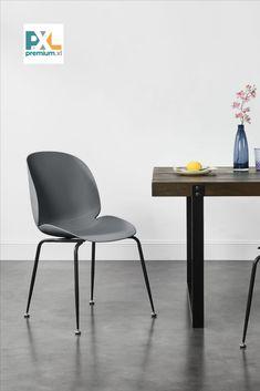 """Tieto pohodlné a štýlové dizajnové plastové stoličky """"Konin"""" ABMS-3030 sa hodia nie len k jedálenskému stolu, ale aj do pracovne, haly, či čakárne alebo zasadačky. Stabilné vďaka kovovým nohám, s ochranami podlahy. Jemná matná textúra škrupiny stoličiek je príjemná na dotyk a ponúka vynikajúce pohodlie pri sedení na nich. #premiumXL #bývanie"""