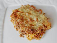 Überbackene Spaghetti mit Tomatensauce und Sauce Hollandaise