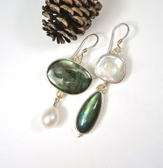 Green Labradorite and Pearls Dangle Earrings by betsybensen Outfits, Outfit Ideas, Outfit Accessories, Cute Accessories