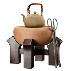 "Lin's Ceramic Studio's ""Traditional Charcoal Kettle Set II"" I hear their clay kettles make the water taste great and I can only imagine with some fragrant charcoal! Kitchen Baskets, Tea Culture, Japanese Tea Ceremony, Tea Pot Set, Ceramic Studio, Tea Art, Tea Infuser, Japanese Design, My Tea"