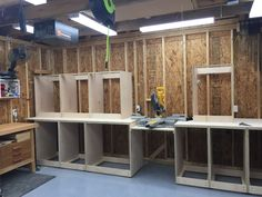 This my take on the Jay Bates mitersaw station. Diy Garage Storage Cabinets, Building Kitchen Cabinets, Diy Cupboards, Workshop Storage, Garage Workshop, Tool Storage, Diy Storage, Mitersaw Station, Woodworking Shop