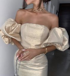 -R Collections: Fashion / Moda ; Luxury / Luxo January 28 2020 at fashion-inspo Mode Outfits, Dress Outfits, Fashion Dresses, Dress Up, Fashion Clothes, Dress Night, Scene Outfits, Prom Outfits, Ankara Fashion