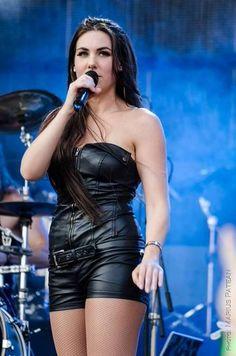 Elize Ryd singer of Amaranthe Chica Heavy Metal, Heavy Metal Girl, Rock Y Metal, Ladies Of Metal, Rock Queen, Women Of Rock, Leder Outfits, Rocker Girl, Symphonic Metal
