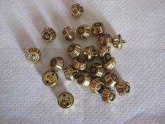 20 Stück Blusenknöpfe mit Öse,Metal,Goldfarben,Plastisch,Durchmesser ca.14 mm,neu,Lübecker Knopfmanufaktur von Knopfshop auf Etsy