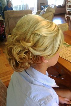 ohhhh but I love this! (prom hair)